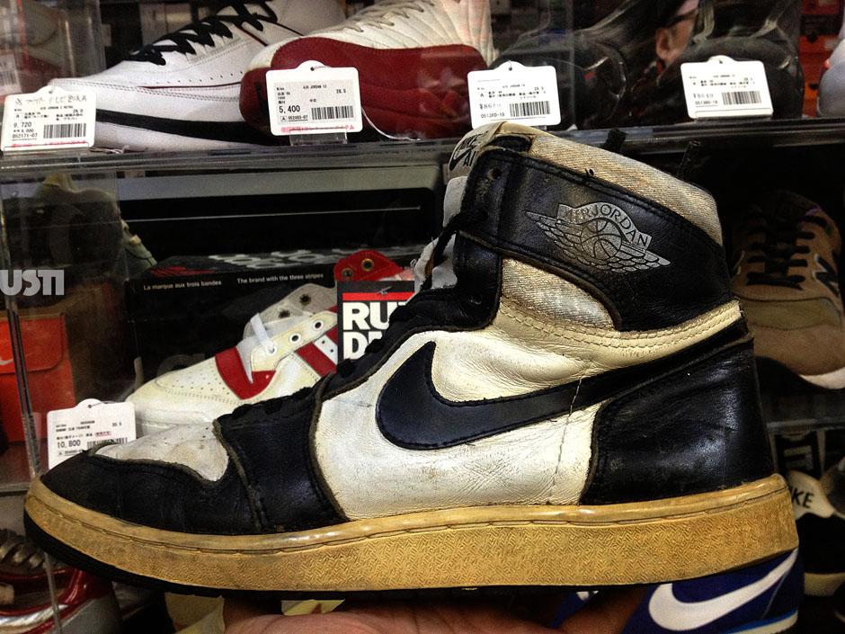 A Look At An Original Pair Of The Air Jordan 1 High Quot Black
