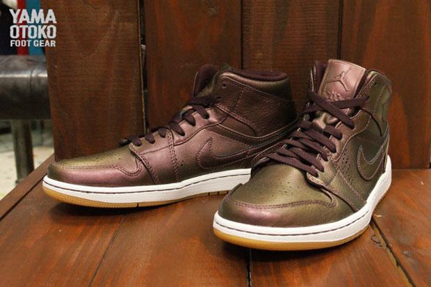 Air Jordan 1 Mid Nouveau - Burgundy - Gum - SneakerNews.com 269ac44d2