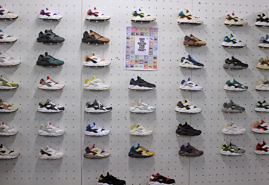 Uk Went Weekend Biggest The Sneaker This Down In Event 6ImbgyYf7v
