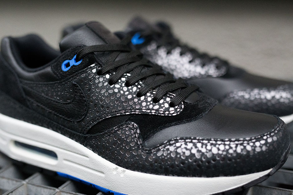 2d945c9acda9 A Detailed Look at the Nike Air Max 1 Deluxe