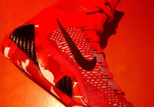 "Another Quick Look at the Nike Kobe 9 Elite ""Christmas"""