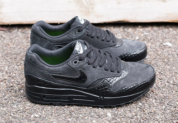 nike air max 1 black black crocs