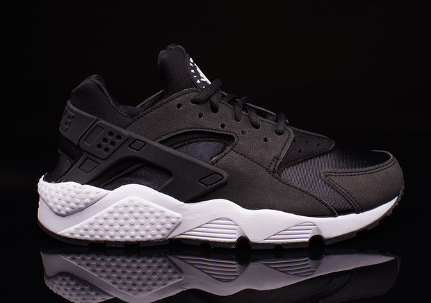 black and white nike huaraches
