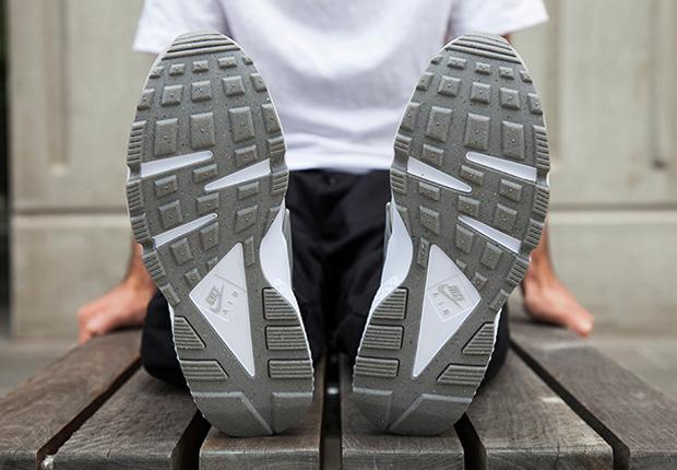 65c9e7241745 A Detailed Look at the Nike Air Huarache