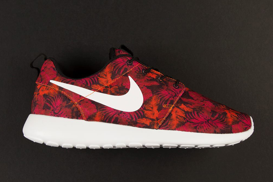 finest selection f2ee6 6c809 Floral Roshe Nike Swoosh Black And Women Nike Roshe Womens ...