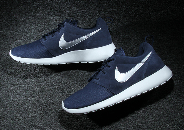 Nike Roshe Run Suede Obsidian Silver