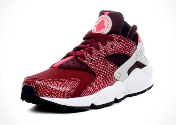 "0cb546d969 ... Nike Women's Air Huarache ""Team Red"" now from select European shops.  Source: 43einhalb. Advertisement"