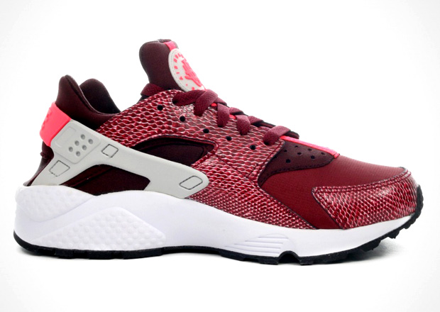 Another Look at the Nike Women s Air Huarache