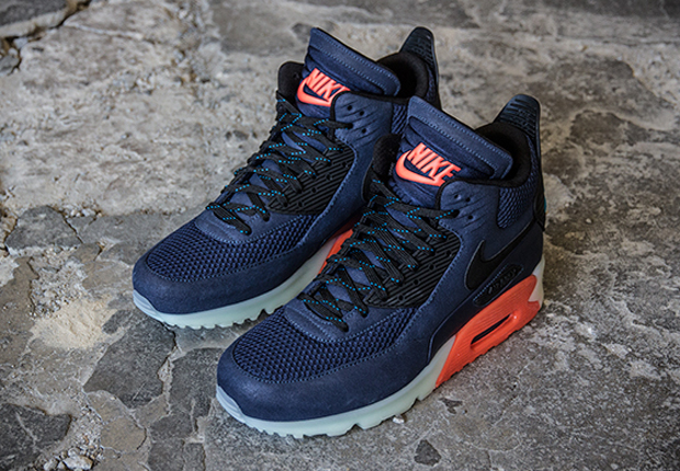 Guaranteed to add a little warmth to the chilly winter weather, this hot new look arrives for the Nike Air Max 90 Sneakerboot Ice in Midnight Navy accented ...