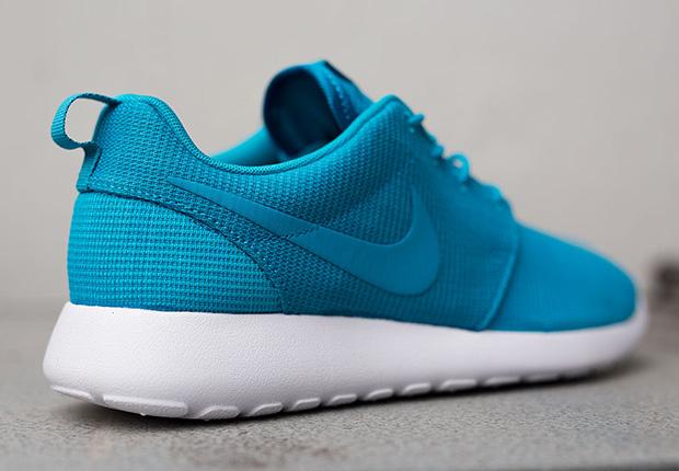 Nike Roshe Kjøre Blå Lagune På Føttene vFraW