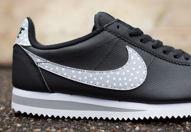 timeless design new authentic really comfortable Nike Womens Cortez Classic