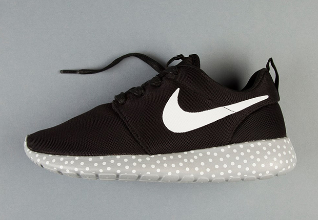 black and white dotted roshe nike shoes