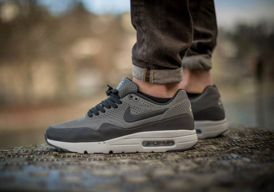 an on feet gallery of the nike air max 1 ultra moire. Black Bedroom Furniture Sets. Home Design Ideas