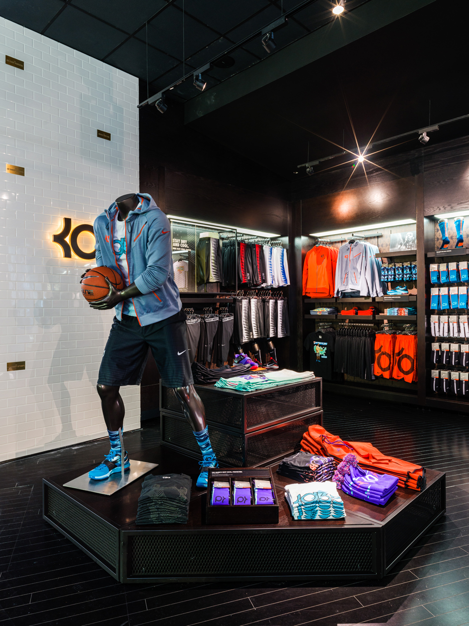 1031f05c22e0d3 Nike and Foot Locker Just Opened Up The Biggest House of Hoops Ever ...