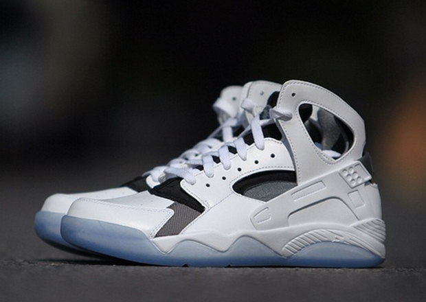 The running version of the Huaraches are so insanely popular right now, but  what about the Basketball version? The shoes quietly returned in the OG  colorway ...