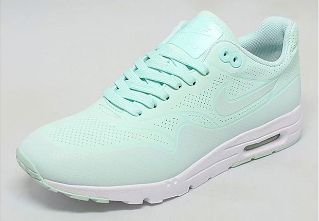 mint coloured nike air max