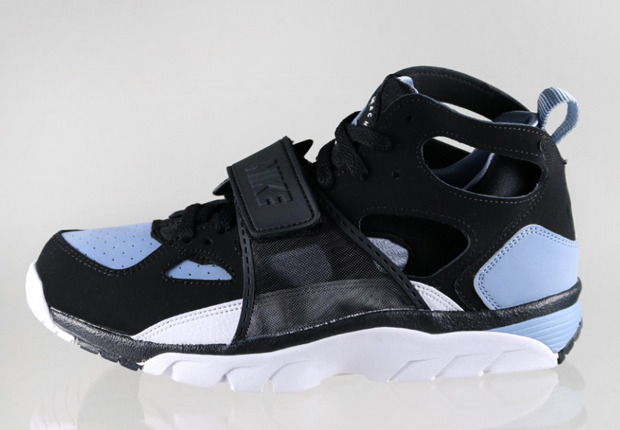 nike air trainer huarache black white cool blue. Black Bedroom Furniture Sets. Home Design Ideas