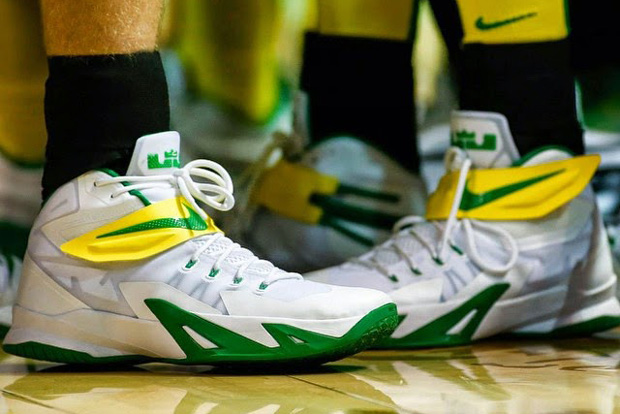 65ef0c026d9c6 A Look at 3 Different Nike Zoom LeBron Soldier 8 PEs for the Oregon Ducks