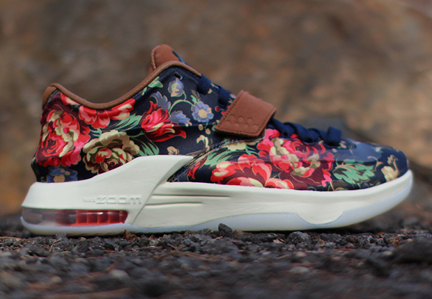 Kd Floral Shoes hits the Nike KD 7 with