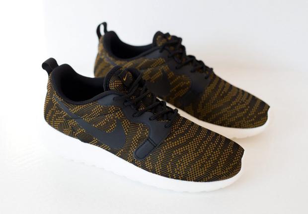 nike roshe run jacquard sneaker (women)