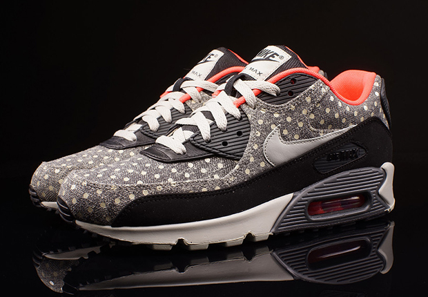 air max 90 black with white dots