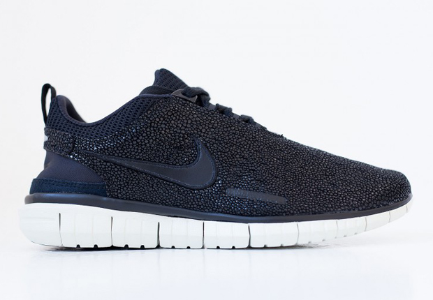 The Nike Free OG '14 continues to release in some enticing offerings  well-past its 2014 insignia, and today we get a 'Caviar' offering that  should've ...