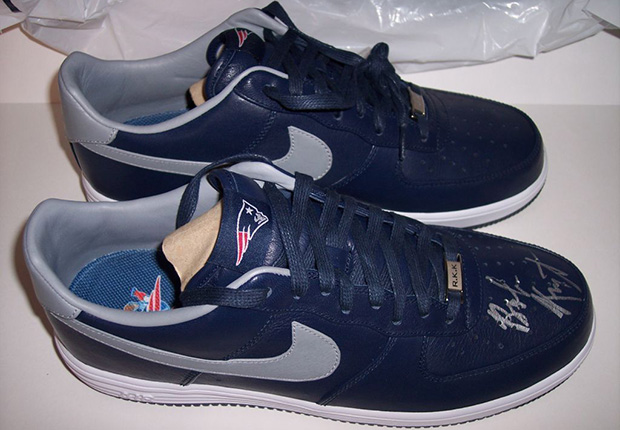 9407e64668ba ... italy nike lunar force 1 patriots signed by robert kraft sneakernews  15865 448ee