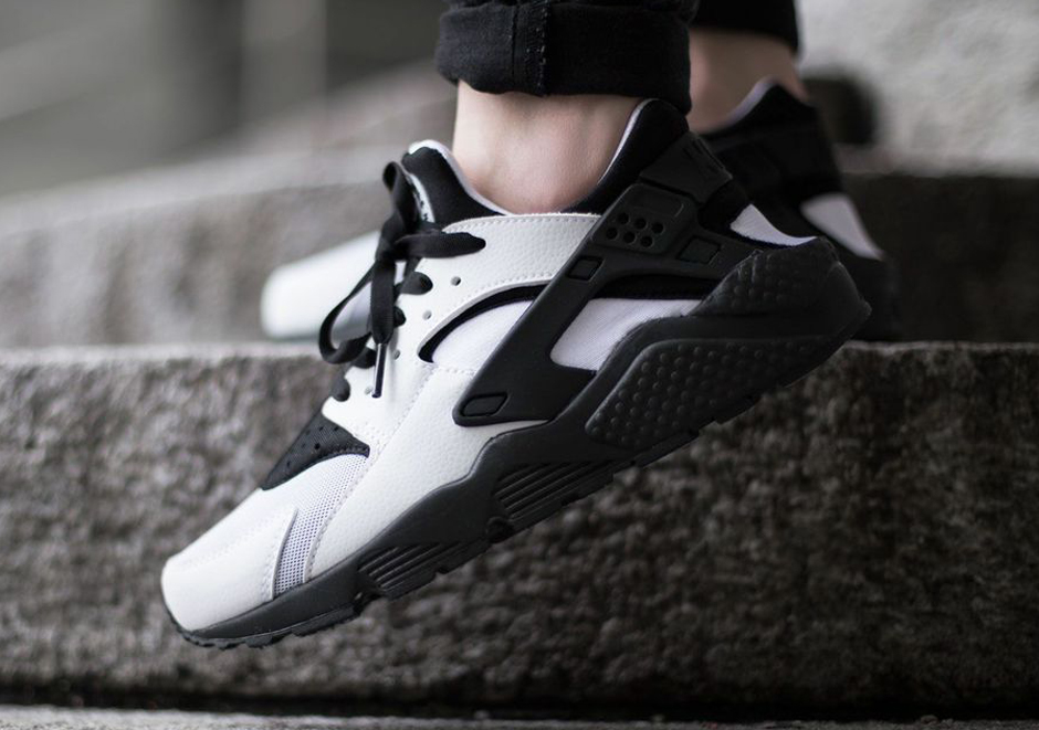 mens nike huarache black and white