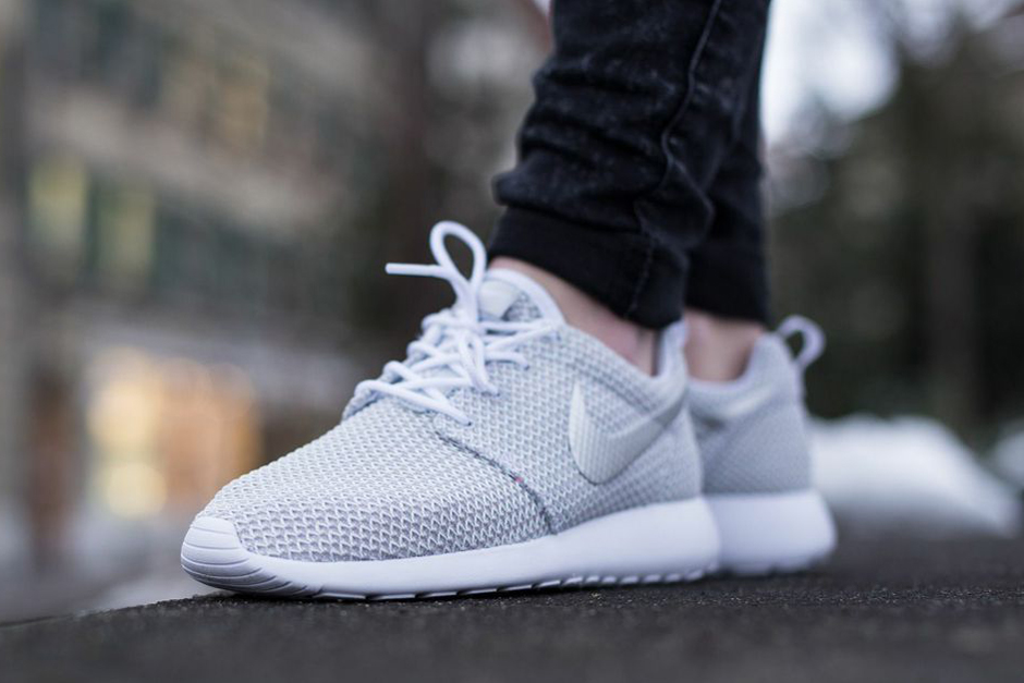 Nike Roshe Løpe Svart / Metallisk Platina (swoosh) / Hvit QYFNnNP