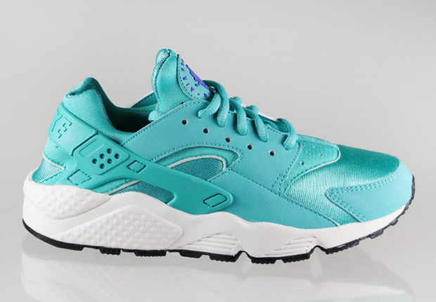 Candy colored Nike Air Huaraches are on the way strictly for the ladies.  Last year's Nike retro of choice finally made a mark in the sates after  years of ...