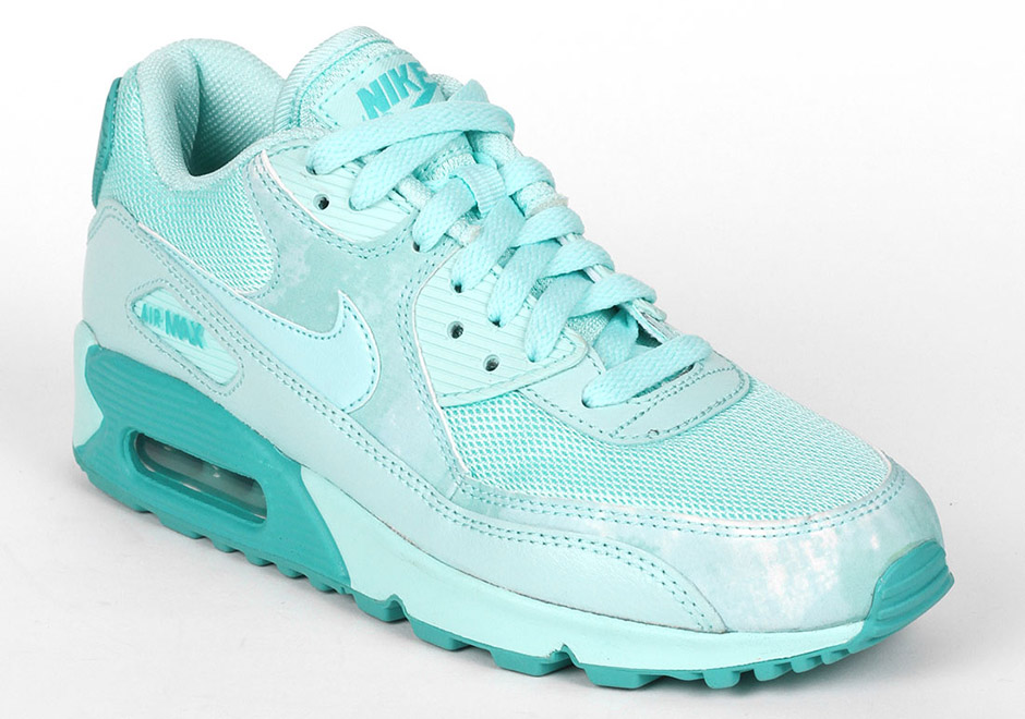 Gradeschool girls receive an appropriate pastel colorway of the Nike Air Max 90 for spring in