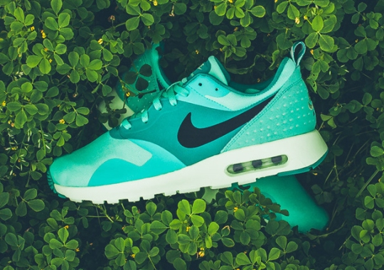 "Nike Air Max Tavas ""Green Glow"""