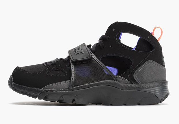 nike air huarache trainers in grey