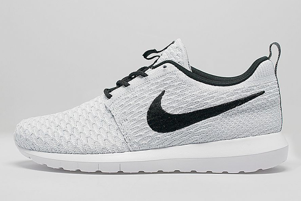 white and black nike roshe flyknit running