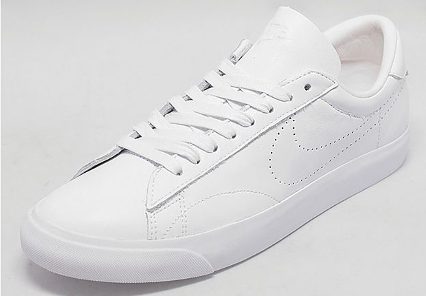 nike tennis shoes white