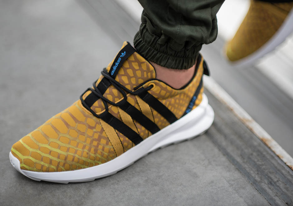 adidas Originals Introduces ColorShifting Chromatech on the SL Loop Racer