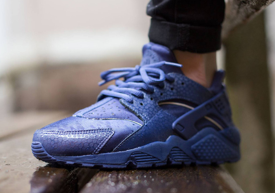 nike huarache navy blue and yellow