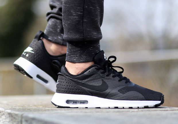 Nike Air Max Tavas Black And White