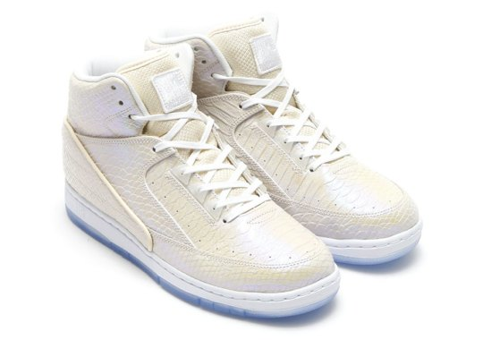 A Detailed Look At The Pearlescent Nike Pythons