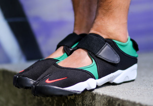 an on foot look at the nike air rift retro. Black Bedroom Furniture Sets. Home Design Ideas