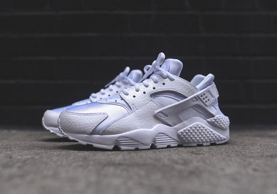 73aead2ac68e The all-white Huaraches were easily one of the must-have Retros since it  first popped its head out of the ground in European shops.