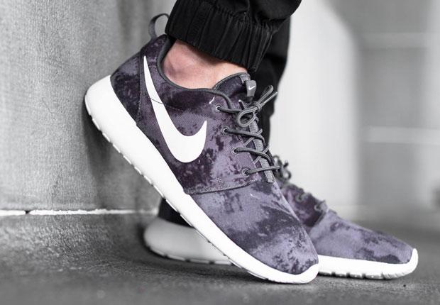 Nike Roshe Courir Impression Gris Foncé