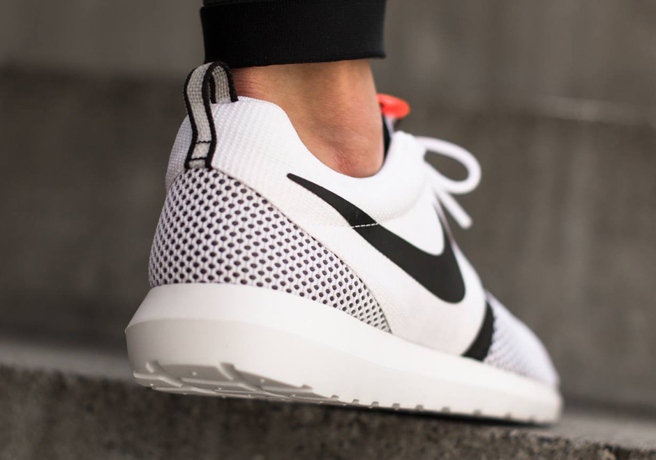 black white roshe run