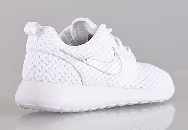womens nike black & silver roshe one trainers on biggest