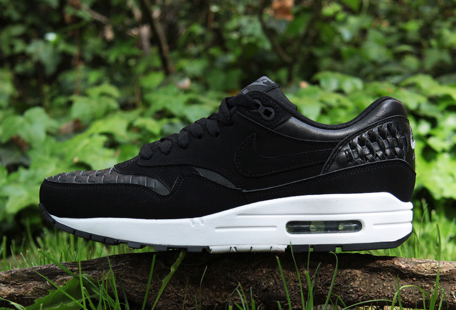 76dc70fb1f9e3 durable modeling Nike Presents Its Latest Iteration Of The Air Max 1 ...