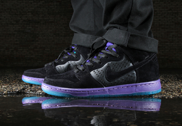 """sneakers for cheap 67fc6 87e45 The """"Grape"""" Inspired Nike SB Dunks Are Available Now"""
