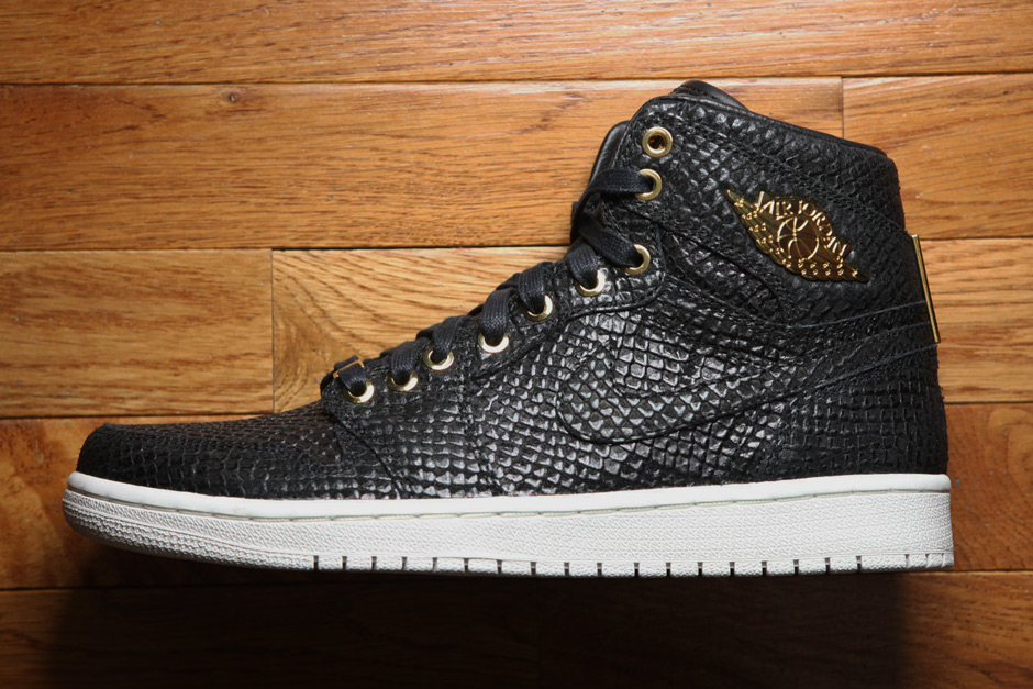 competitive price 6b9d8 d2fba ... sweden reaching a pinnacle the air jordan 1 celebrates 30 years with  24k gold luxury 85094