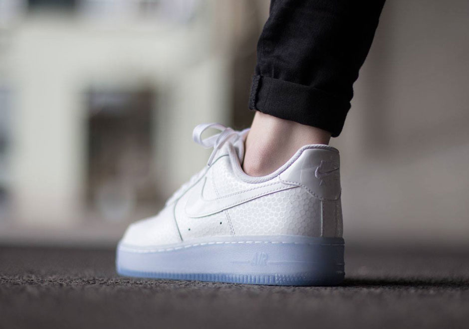 Tío o señor R Amasar  This Nike Air Force 1 Might Have The Most Icy Sole Ever - SneakerNews.com