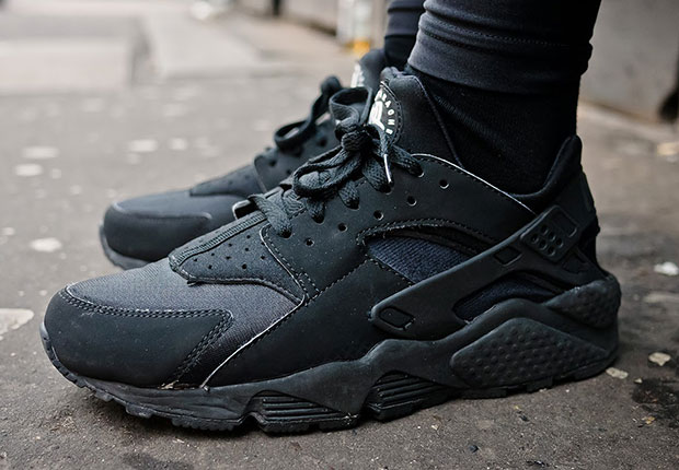 all black nike air huaraches are releasing again. Black Bedroom Furniture Sets. Home Design Ideas
