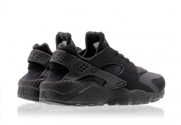 timeless design 3a799 32be7 black huarache with white bottom